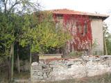 Слънчева двуетажна къща с двор на 30 км от Ямбол