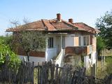 Уютна къща с голям двор край Елхово