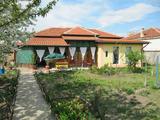 Реставрирана еднофамилна къща с поддържан двор край Пазарджик