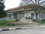 Обзаведена сграда с двор за бизнес близо до Ямбол