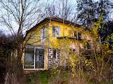 Изгодна селска къща с двор на 15 км от Елхово