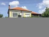 Ремонтирана двуетажна къща с двор край Елхово