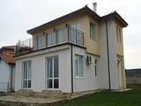 Нова, двуетажна, напълно обзаведена къща