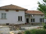 Две реновирани и една новопостроена къщи на 17 км от Велико Търново