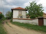 Двуетажна къща с двор близо до Самоков