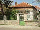 Едноетажна къща с двор и гараж близо до центъра на Елхово