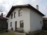 Солидна, двуетажна къща, само на 15 км от Варна