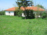 Едноетажна къща с голям двор и красива гледка край Елхово