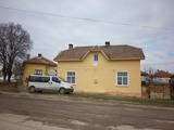 Две къщи в един двор в развит селски район