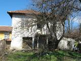 Двуетажна къща в село на 15 км от гр. Ловеч