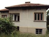 Двуетажна масивна къща в село до град Дряново и на 30 км от Велико Търново