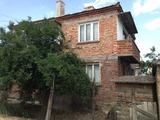 Двуетажна къща в квартал Ветрен, Бургас