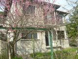 Масивна  двуетажна къща в село само на 3 км. гр. Велико Търново