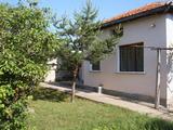 Красивый дом в селе между тремя городами