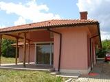 Нова къща на 1 км от морето