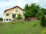 Луксозна триетажна къща с двор на 13 км от Елхово