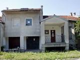 Масивна  къща, в центъра на град, на 30 км от  Велико Търново