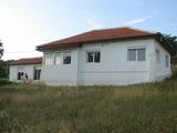 Ремонтирана къща с голям двор на 25 км от Сливен