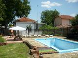Реновирана къща с басейн в село на 2 км от брега на река Дунав