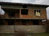 Просторна къща с двор на 25 км от Враца
