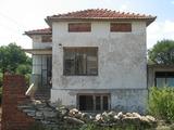 Двуетажна къща с двор близо до Ямбол