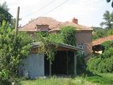 Еднофамилна къща с двор край Тополовград и река Тунджа