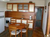 Голям обзаведен апартамент в центъра на Пловдив