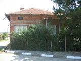 Привлекателна едноетажна къща с двор край Елхово
