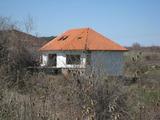 Голяма къща с двор на 5 км от Околовръстен път в София