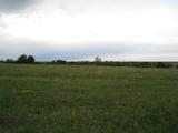 Земеделска земя край езеро в Суходол