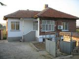 Уютна къща с двор и панорамна гледка край Елхово