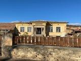 Едноетажна къща в малък град само на 15 км от Павликени