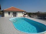 Напълно обзаведена нова къща с басейн