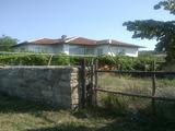 Просторна къща с двор в спокоен селски район край Елхово