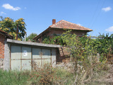 Едноетажна къща с двор и гараж на 11 км от Елхово