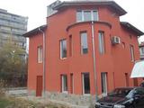 Реновирана триетажна къща в топ центъра на град Габрово
