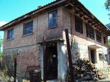 Масивна двуетажна къща в сърцето на Стара планина , само на 7 км от Габрово