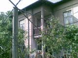 Тухлена , двуетажна къща в град, на 35 км от Ловеч, близо до язовир