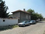Едноетажна къща с лятна кухня и двор край Първомай