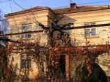 Двухэтажный дом недалеко отгорода Ловеч