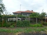 Едноетажна къща с голям двор край Нова Загора
