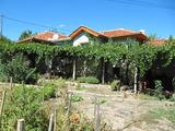 Къща с двор в Средна гора край Хисаря