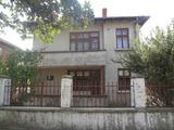 Двуетажна къща за продажба близо до Бургас