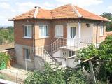Хубава двуетажна къща с двор край Ямбол