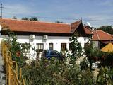 Уникална двуетажна къща с двор край Елхово