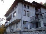 Трехэтажный дом с садом недалеко от города Смолян