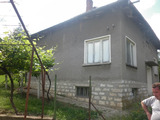 Detached house with large garden in picturesque region