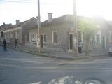 Едноетажна къща и два магазина в гр. Елхово