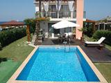 Роскошная вилла с бассейном на продажу в курорте Лозенец