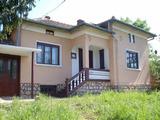 Mасивна, ремонтирана къща в село на 24 км от град Ловеч